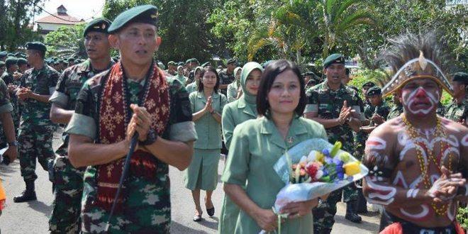 Acara Penyambutan Komandan Baru Yonif 752/VYS