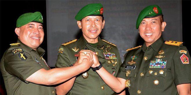 Wakil Komandan Kodiklat TNI AD Dan Komandan Puslatpur Di Serah Terimakan
