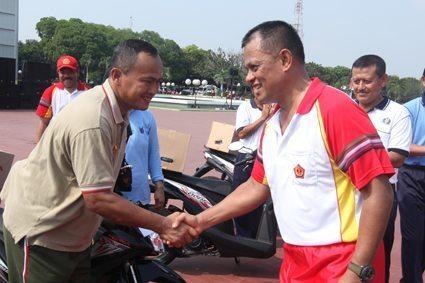 Panglima TNI Ikuti Gerak Jalan HUT ke-44 Korpri