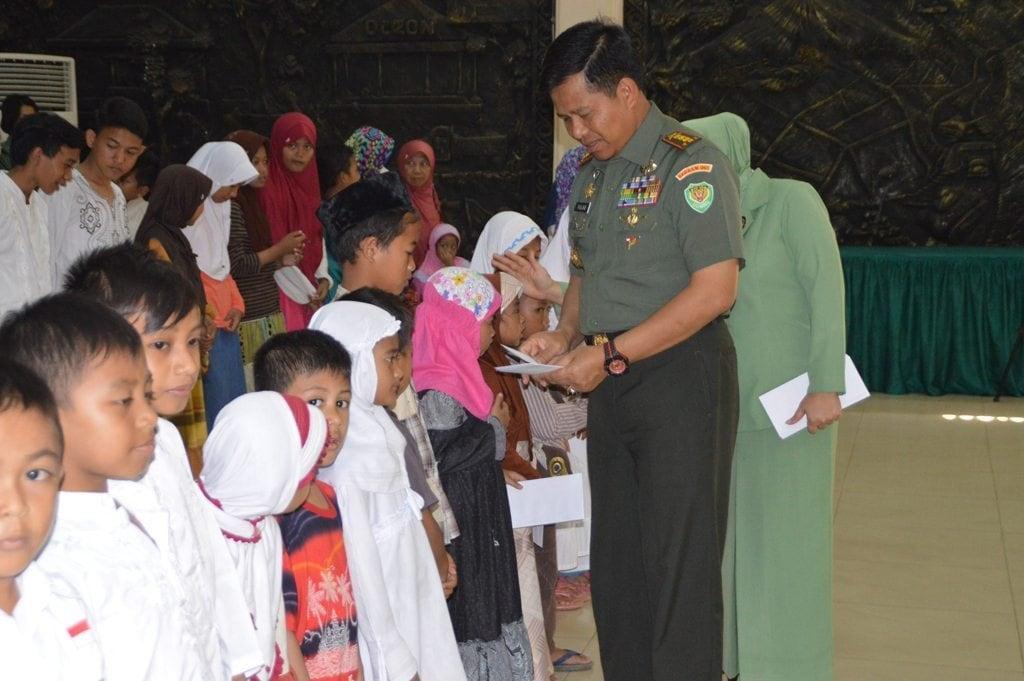 Danrem 061/Sk Santuni Anak Yatim