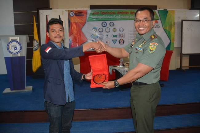 Danrem 043/Gatam Memberikan Latihan Kepemimpinan Pada Siswa Ibi Dharmajaya Lampung