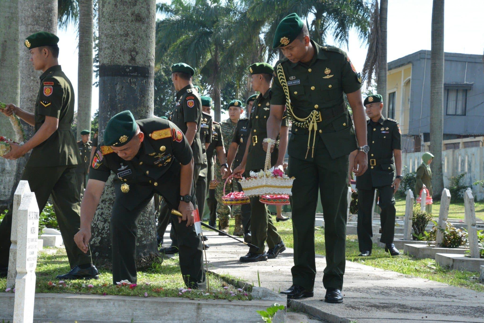 Pangdivif 1 Kostrad Pimpin Ziarah TMP Dalam Rangka Hut Ke-50 Divif 1 Kostad