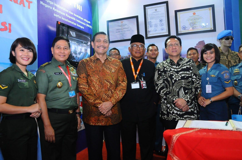 Stand TNI Semarakkan Expo Festival Antikorupsi 2015