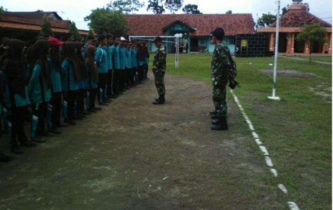 Tanamkan Jiwa Patriotisme Koramil 02/Gombong Latihkan LDK Siswa