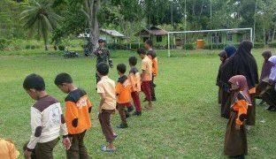 Prajurit Yonif 411/Raider Kostrad Berbagi Ilmu di Tapal Batas RI-PNG