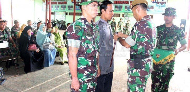TNI dan Warga Belajar Bertani di Bekasi