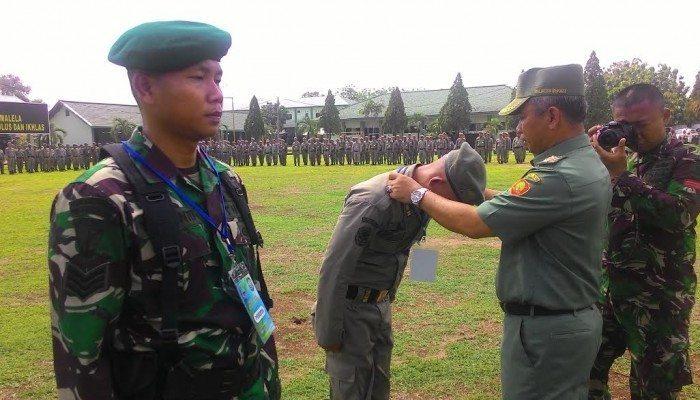 Yonif Mekanis 202/Tajimalela Menggembleng 100 Anggota Satpol PP kota Bekasi