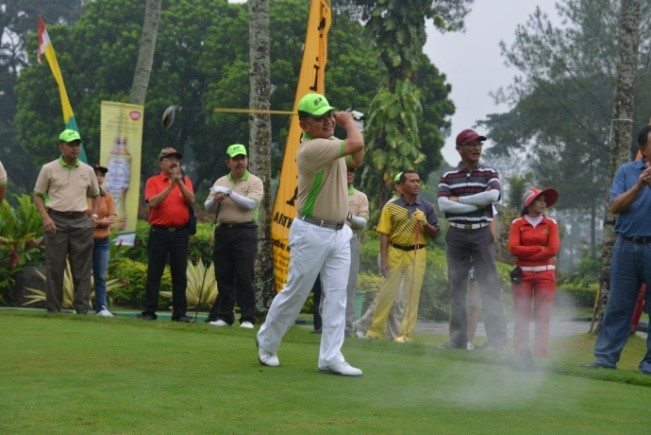 Turnamen Golf Piala Bergilir Gubernur Akmil