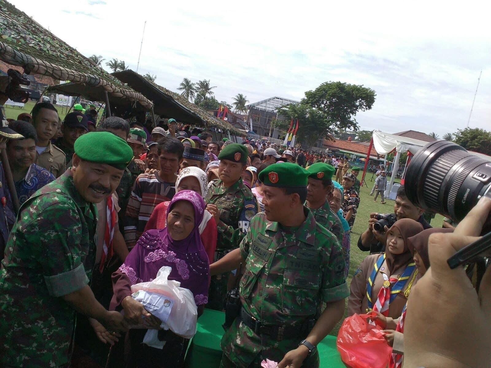 Bakti Sosial Meriahkan HUT Kodam Jaya ke 66 Dan Hari Juang Kartika TNI AD ke 70
