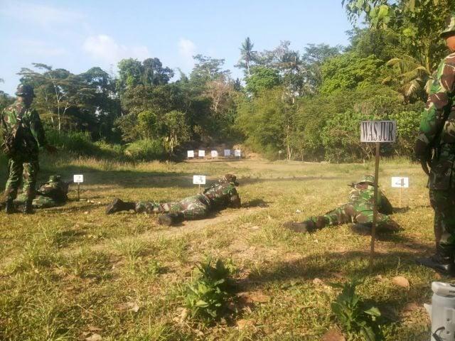 Anggota Kodim 1626 Latihan Menembak Jatri