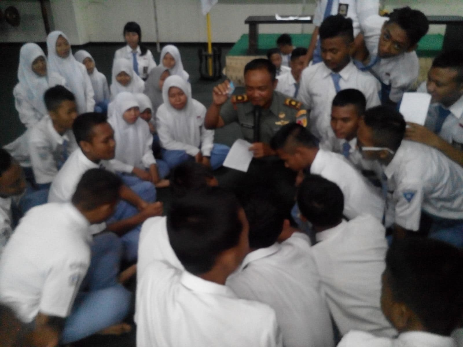 Danramil 02/Semampir Beri Pembekalan Bela Negara di SMK PAL