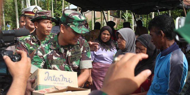 Dandim 0105/Aceh Barat Berikan Bantuan Korban Banjir