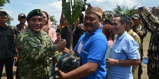 Kostrad Gelar Kegiatan Bakti Sosial dan Karya Bakti di Danau Bintang Alam Kabupaten Karawang