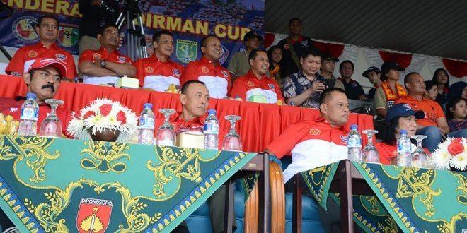 Petandingan Sepak Bola Piala Sudirman Di Stadion Manahan Solo