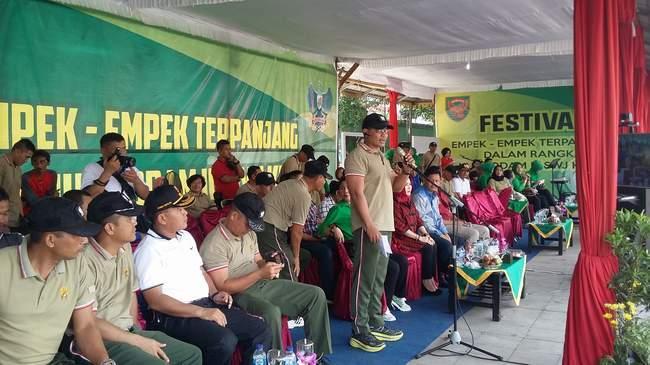 Korem 043/Gatam Gelar Festival Empek – Empek Terpanjang Dalam Rangka HUT Kodam II/Sriwijaya Ke-70
