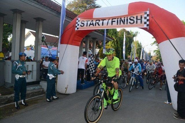 Korem 162/WB Fun Bike Peringatan Hari Armada RI Ke-70