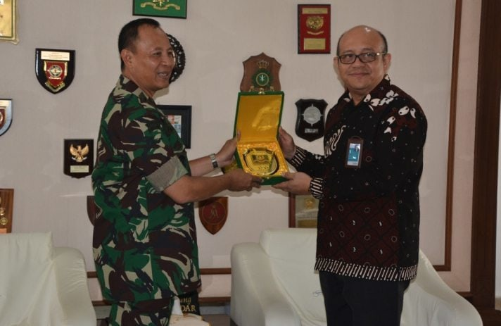 Audiensi Kepala BNI Kanwil Semarang Dengan Gubernur Akmil