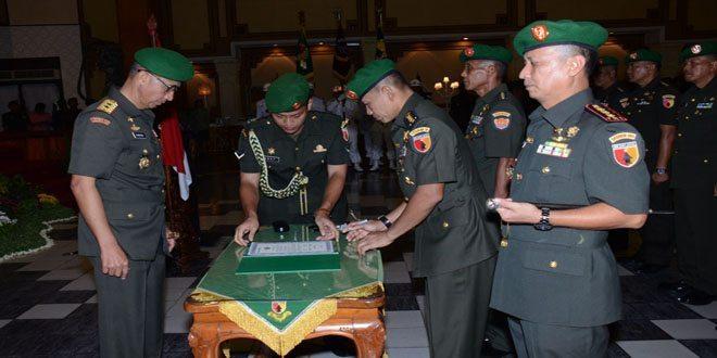 Pangdam Pimpim Estafet Kepemimpinan Sejumlah Pejabat Kodam V Brawijaya 03