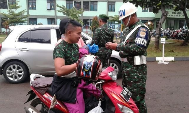 Pemeriksaan Adm kendaraan oleh Provoost Denmadam Jaya s