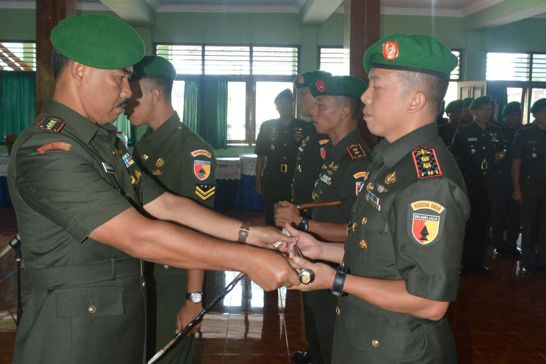 Penyerahan Tongkat Komando Komandan Kodim 0808/Blitar