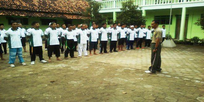 Babinsa Koramil 03/Banjarejo Melatih PBB