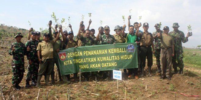 Koramil 05/ Bulu Tambal Sulam Tanaman Rimba di Wilayah Rembang