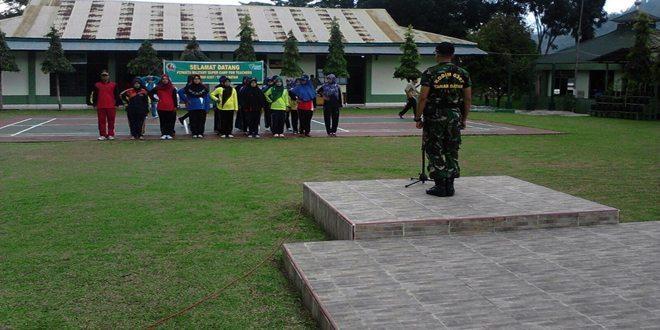 Perwakilan Guru SD/ Mi se-Kab.Tanah Datar Diberikan Pelatihan Militer