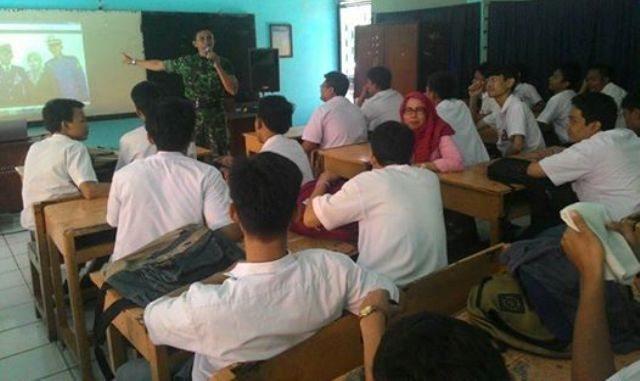 Danramil 08/Johar Baru Berikan Ceramah Di SMK Kampung Jawa