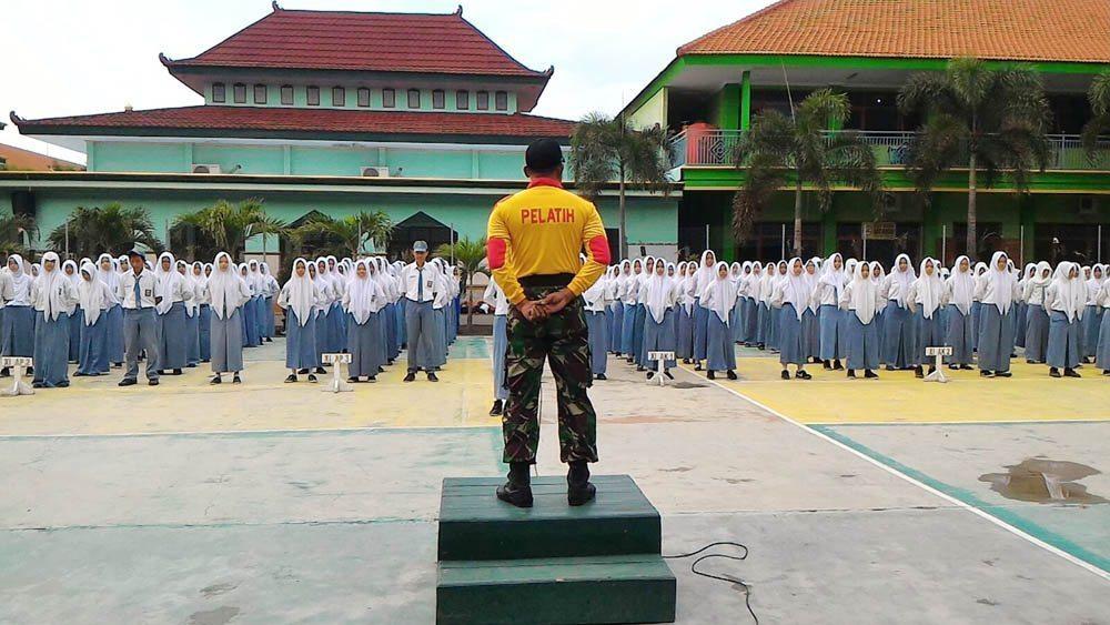 Koramil 0814/Kota, Kodim Jombang Latih Disiplin, Mental dan Fisik Kepada Siswa-Siswi SMK PGRI I