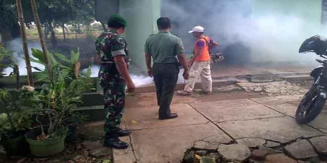 Antisipasi DBD Koramil Melaksanakan Fogging
