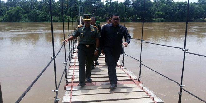 Danrem 044/Gapo Resmikan Jembatan Gantung