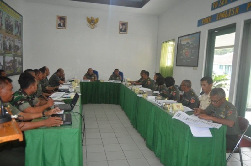 Danpusdikpengmilum Menerima Paparan Rencana Operasional Pendidikan Kursus Intensif Bahasa Inggris TNI AD Gel. I