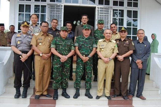 Pangdam I Bukit Barisan bersama Danrem 031/Wirabima Kunjungi Dua Kelenteng Tertua di Rohil