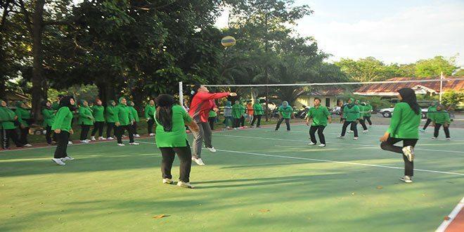Persahabatan Volly Ball Persit Korem 012/Tu dengan Denpom Meulaboh