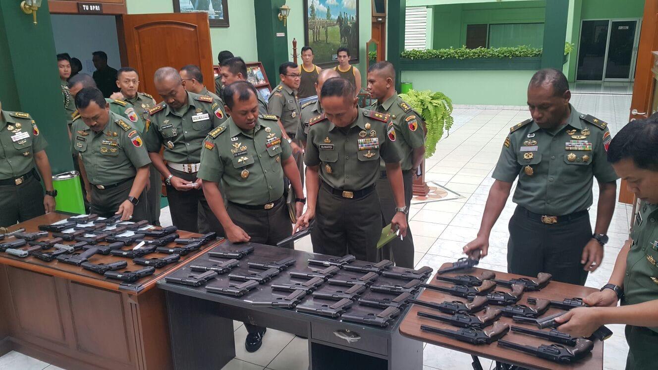 Staf Intelijen Kodam V/Brawijaya Mengungkap Peredaran Senjata Ilegal