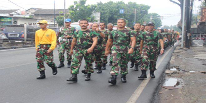 Prajurit dan ASN Pusdikkes Kodiklat TNI AD Laksanakan Gerak Jalan