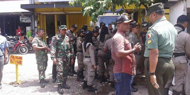 Petugas Gabungan Tertibkan PKL di Kecamatan Bubutan Surabaya