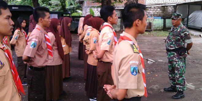 Kodim 0830/SU Bina Anggota Pramuka SMA 12 Surabaya