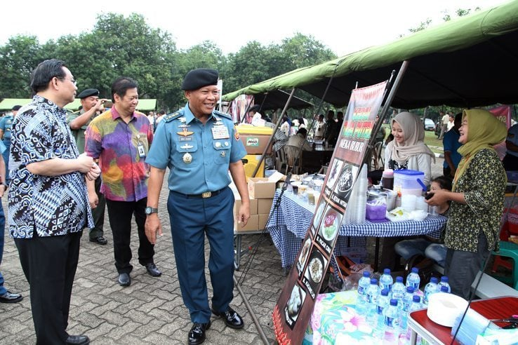 Kasum TNI Buka Bazar Murah di Mabes TNI