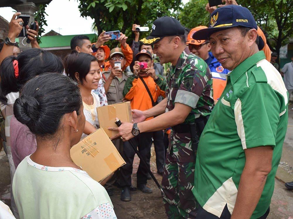 Dandim Bersama Bupati Tuban Laksanakan Peninjauan Lokasi Terdampak Banjir