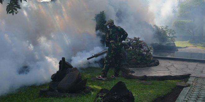 Cegah DBD Denkesyah Cirebon Adakan Fogging