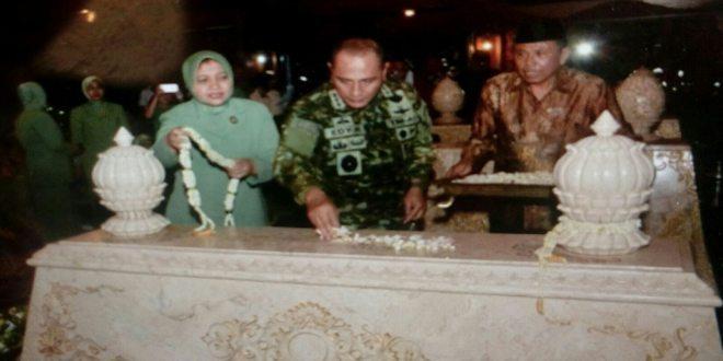 pangkostrad pimpin ziarah ke makam almarhun bapak soeharto 25-2-16 (8)