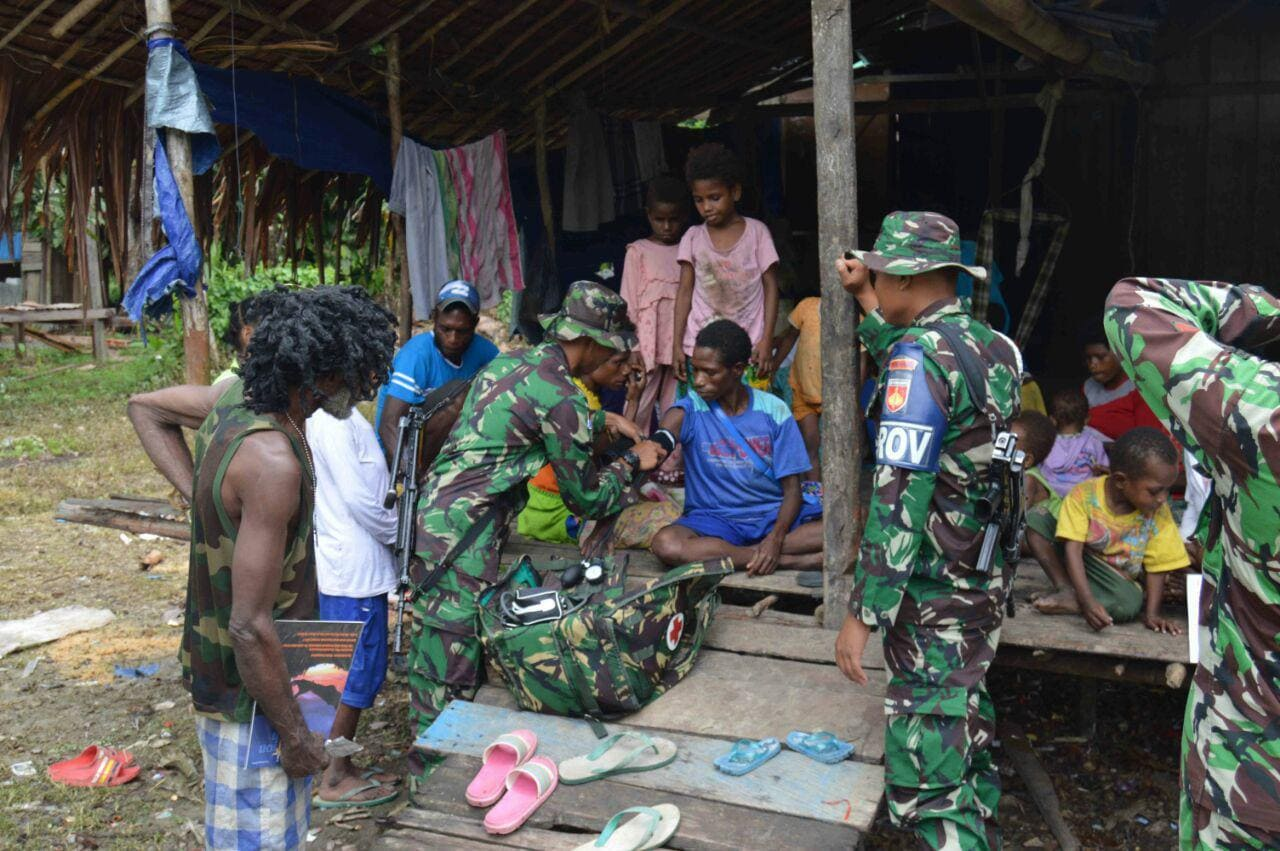 Satgas Yonif 406/ck Gelar Program Layanan Kesehatan Door To Door Di Perbatasan RI-PNG