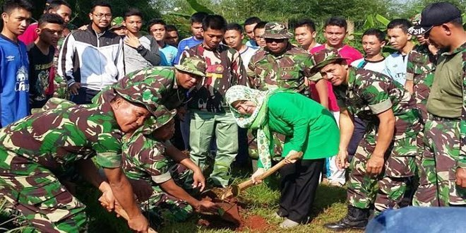 Danramil Tanam 100 Pohon Produktif di Depok