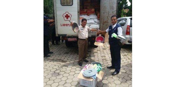 Korem 043/Gatam Dan PMI Lampung Beri Bantuan Kepada Warga Korban Bencana Angin Puting Beliung