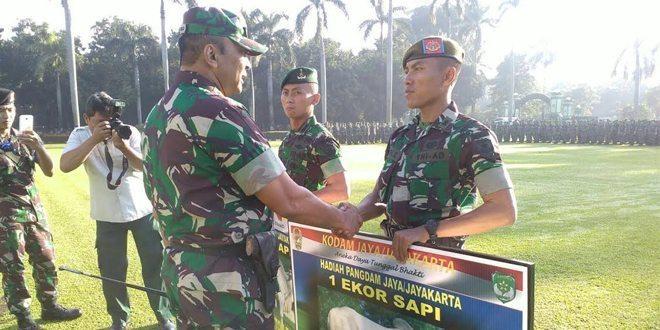 Pangdam Jaya Mayjen Memimpin Apel Dalam Rangka Pemberian Hadiah Pemenang Lomba Peleton Tangkas Tingkat Kodam Jaya Tahun 2016