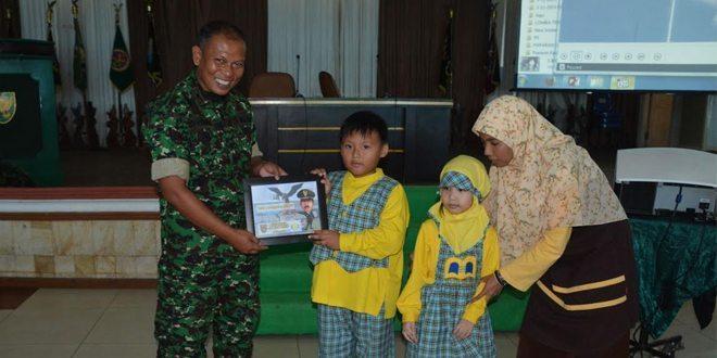 "141 Siswa SD Dan TK Islam Terpadu ""Bina 'Ilmi"" Kunjungi Makodam II/Swj"
