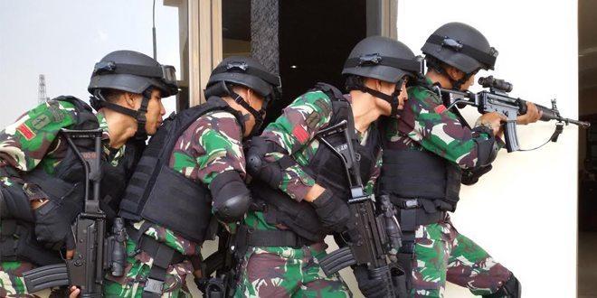 """Raider dan Brimob Lumpuhkan """"Teroris"""" di Mapolda Aceh"""