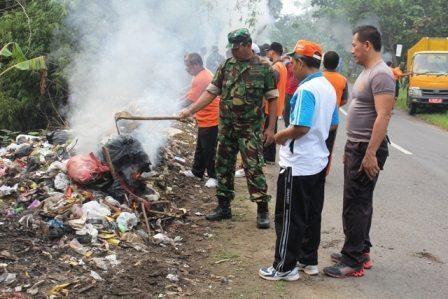 Koramil 01/Kota Kodim Blora, Prakarsai Pembersihan Sampah Di Tepian Jalan