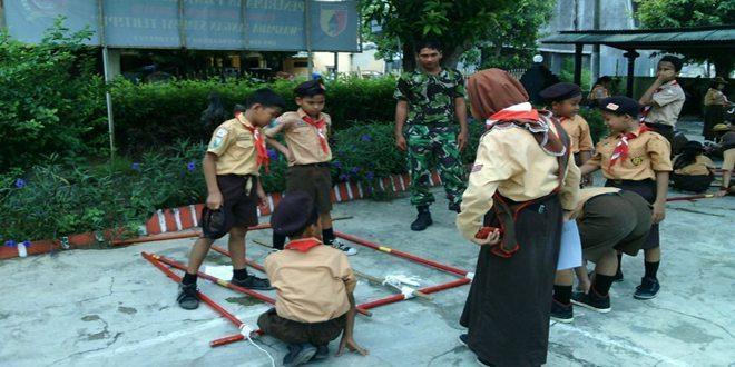 Babinsa Koramil 01/Kota Bina Anggota Pramuka SMPN 6 Bancaran Bangkalan